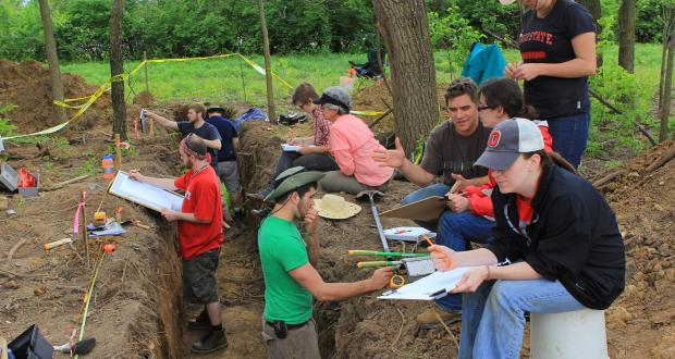 Undergraduate students excavating at Holder-Wright, Dublin Ohio